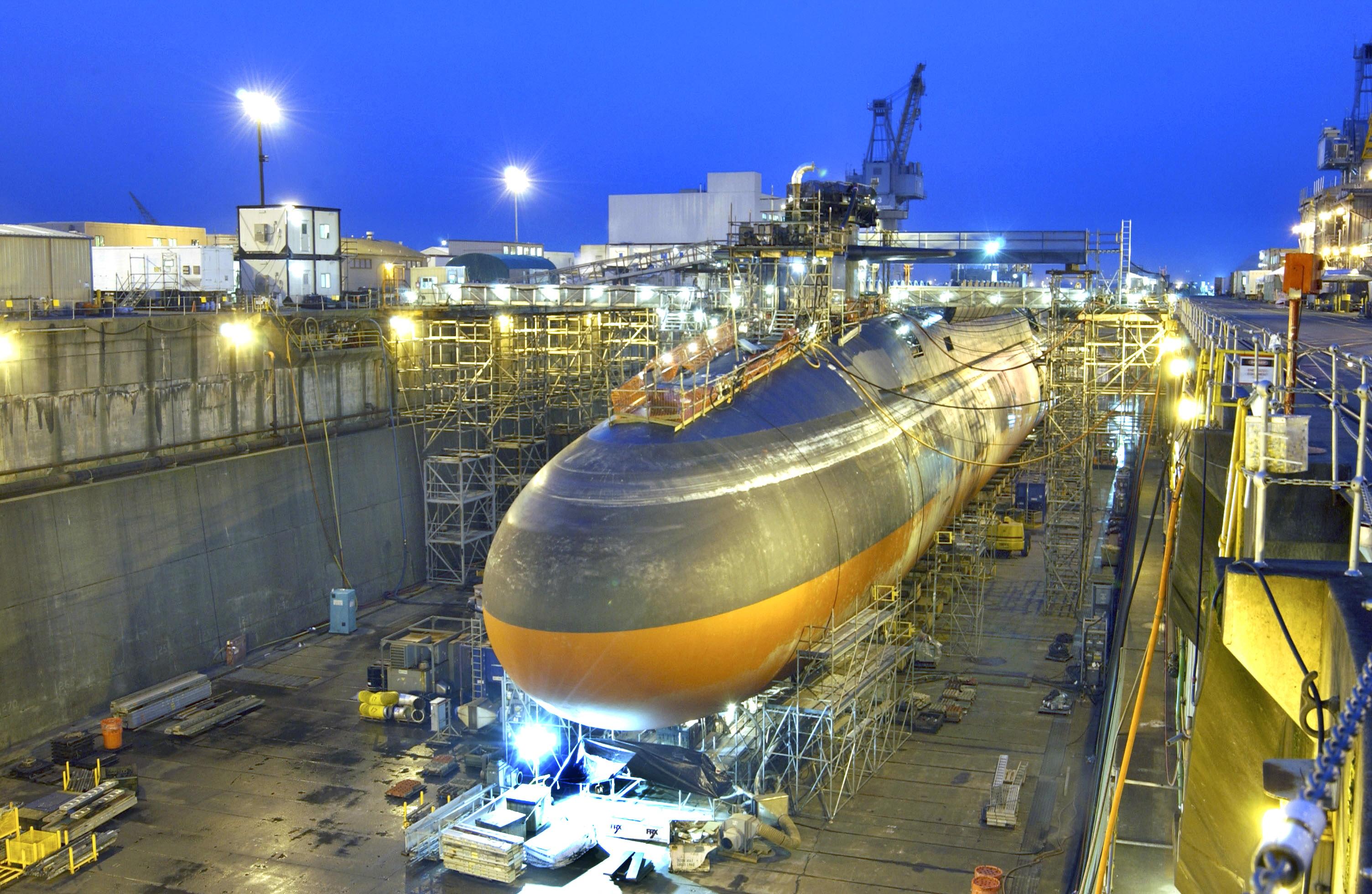 خط تولید زیر دریایی های غول پیکر --- عکس با کیفیت از خط تولید زیر دریایی غول پیکر در آمریکا - شب