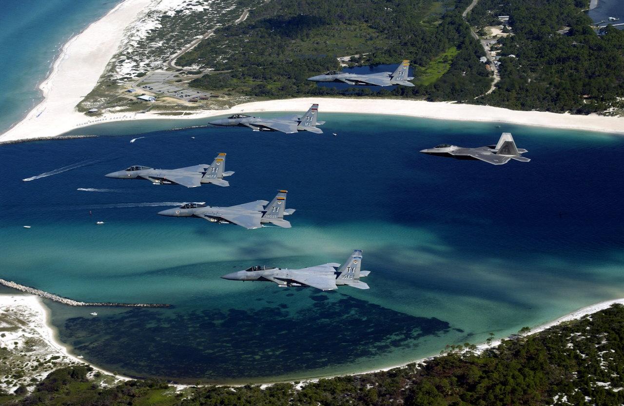 پرواز اف 22 و اف 15 سی  --- اسکادران پرواز هواپیماهای اف 22 و اف 15 سی