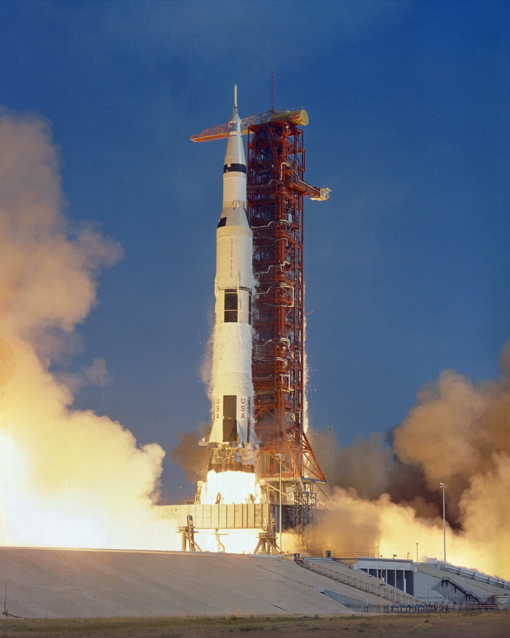 apollo the first space flights to the moon - photo #5