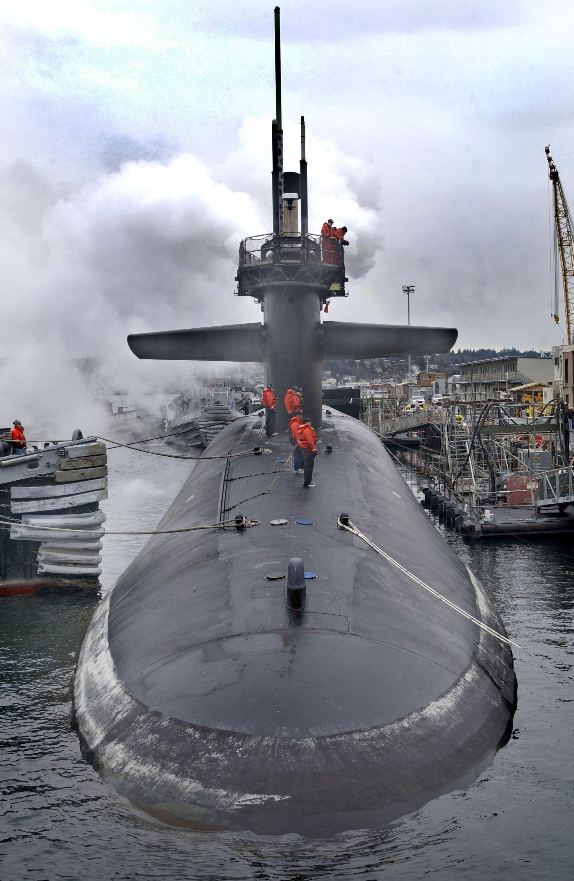 كوريا الشمالية هي القوة البحرية الأولى عالميًّا..   040202-N-1003P-001